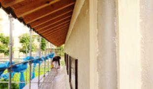 自然素材創る健康木造住宅、外壁左官職人さん漆喰仕上げ12,09