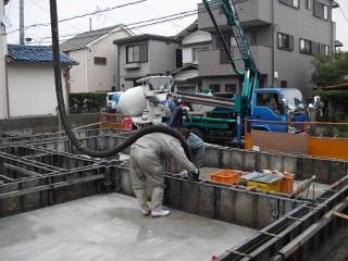 基礎立ち上げコンクリート打ち込み